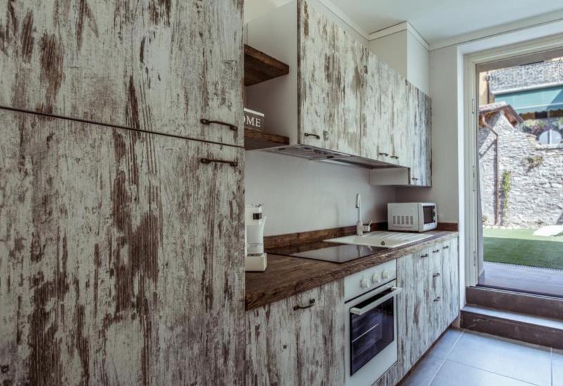 Agriturismo Comer See und Gardasee Ferienwohnungen in charakteristischem Dorf am Gardasee